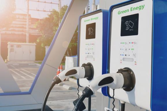 Deux borne de recharge pour voiture électrique