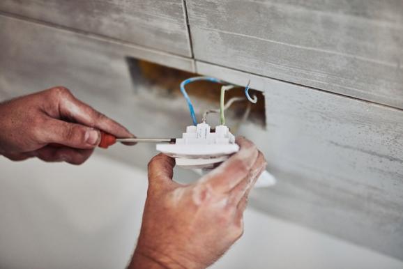 Installation d'une prise électrique